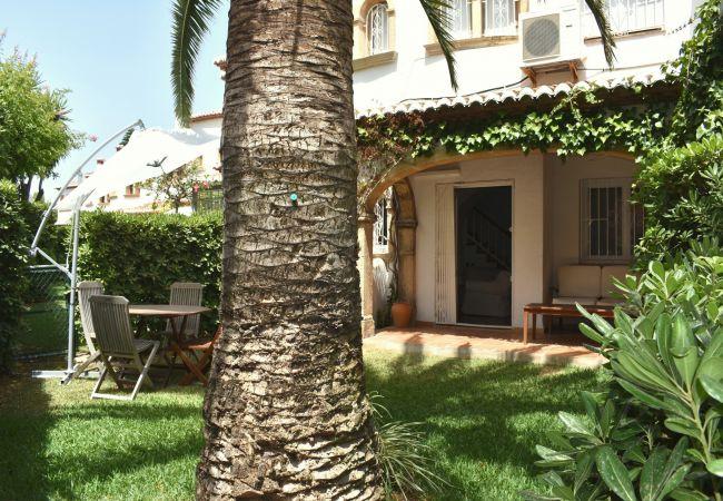 5046 Casa Lola